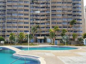 Apartamento En Ventaen Catia La Mar, Playa Grande, Venezuela, VE RAH: 22-3997