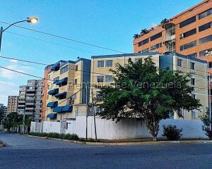 Apartamento En Ventaen Catia La Mar, Playa Grande, Venezuela, VE RAH: 22-4010