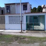 Townhouse En Ventaen Barlovento, Municipio Capaya, Venezuela, VE RAH: 22-4064