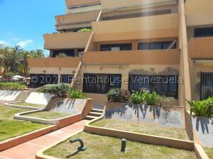 Apartamento En Ventaen Tucacas, Tucacas, Venezuela, VE RAH: 22-4111