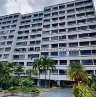 Apartamento En Ventaen Parroquia Caraballeda, Los Corales, Venezuela, VE RAH: 22-4152