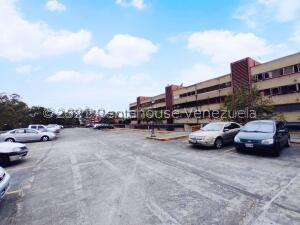 Apartamento En Ventaen San Antonio De Los Altos, La Arboleda, Venezuela, VE RAH: 22-4365