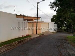 Casa En Ventaen San Antonio De Los Altos, Club De Campo, Venezuela, VE RAH: 22-4195