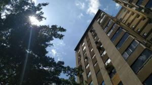 Apartamento En Ventaen Valencia, Valles De Camoruco, Venezuela, VE RAH: 22-4203
