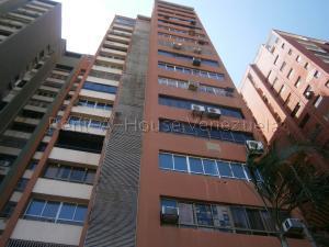 Apartamento En Ventaen Valencia, Avenida Bolivar Norte, Venezuela, VE RAH: 22-4222