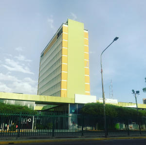 Oficina En Alquileren Maracaibo, Avenida Bella Vista, Venezuela, VE RAH: 22-4306