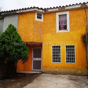 Townhouse En Ventaen Cua, Villa Falcon, Venezuela, VE RAH: 22-4310