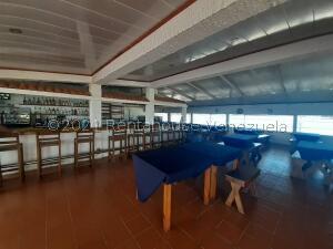 Local Comercial En Ventaen Lecheria, Av Diego Bautista Urbaneja, Venezuela, VE RAH: 22-5691