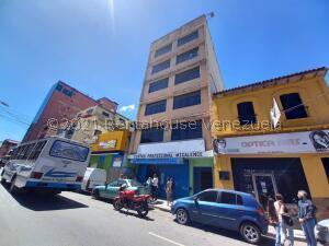 Edificio En Ventaen Los Teques, Municipio Guaicaipuro, Venezuela, VE RAH: 22-4379