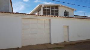 Casa En Ventaen Coro, Sector Independencia, Venezuela, VE RAH: 22-4497
