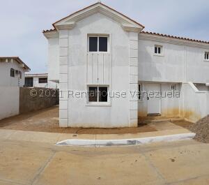 Casa En Ventaen Coro, Sector San Bosco, Venezuela, VE RAH: 22-4505