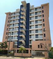 Apartamento En Ventaen Higuerote, Puerto Encantado, Venezuela, VE RAH: 22-4551