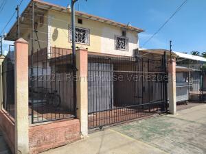 Local Comercial En Ventaen Ciudad Ojeda, Avenida Vargas, Venezuela, VE RAH: 22-4542