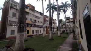 Apartamento En Ventaen Cabudare, Almarriera, Venezuela, VE RAH: 22-4586