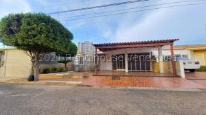 Casa En Ventaen Maracaibo, Santa Fe, Venezuela, VE RAH: 22-4680