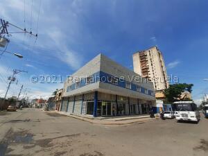 Local Comercial En Alquileren Maracay, Zona Centro, Venezuela, VE RAH: 22-4686