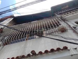 Casa En Ventaen Caracas, San Martin, Venezuela, VE RAH: 22-4693