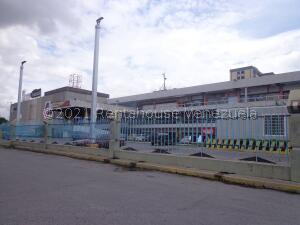 Local Comercial En Ventaen Maracay, Parque Aragua, Venezuela, VE RAH: 22-4704