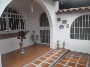 Casa En Ventaen La Victoria, La Mora Ii, Venezuela, VE RAH: 22-4729
