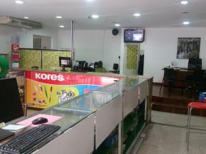 Local Comercial En Alquileren Caracas, Parroquia La Candelaria, Venezuela, VE RAH: 22-4735
