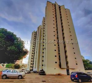 Apartamento En Ventaen Valencia, Valles De Camoruco, Venezuela, VE RAH: 22-4777