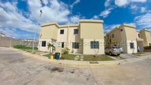 Casa En Ventaen Cabudare, Trapiche Villas, Venezuela, VE RAH: 22-4826