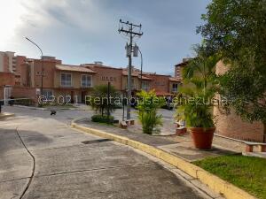 Townhouse En Ventaen Municipio Naguanagua, El Rincon, Venezuela, VE RAH: 22-6841