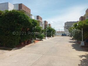 Apartamento En Alquileren Ciudad Ojeda, Cristobal Colon, Venezuela, VE RAH: 22-4956