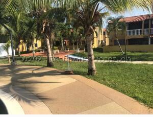 Apartamento En Ventaen Higuerote, Club Campestre El Paraiso, Venezuela, VE RAH: 22-5047