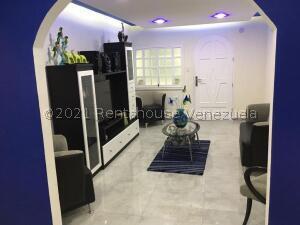 Casa En Ventaen Caracas, Caricuao, Venezuela, VE RAH: 22-5076