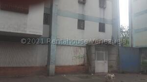 Apartamento En Ventaen Caracas, Caricuao, Venezuela, VE RAH: 22-4731