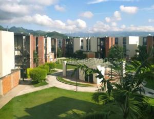 Apartamento En Ventaen Guacara, Carret Guacara - San Joaquin, Venezuela, VE RAH: 22-5207