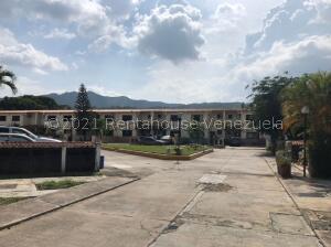 Townhouse En Ventaen Municipio San Diego, Monteserino, Venezuela, VE RAH: 22-5280