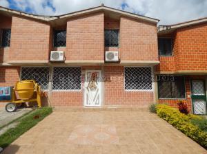 Townhouse En Ventaen Charallave, Valles De Chara, Venezuela, VE RAH: 22-5291