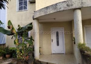 Townhouse En Ventaen Ciudad Ojeda, Avenida Vargas, Venezuela, VE RAH: 22-5316