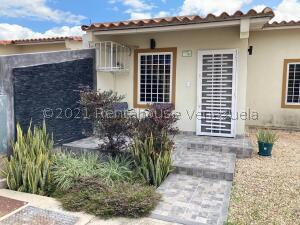Casa En Ventaen Guacara, Ciudad Alianza, Venezuela, VE RAH: 22-5429