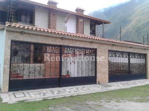Casa En Ventaen La Puerta, Via Principal, Venezuela, VE RAH: 22-5379