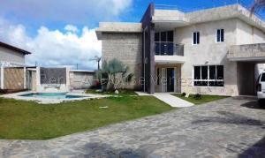 Casa En Ventaen San Antonio De Los Altos, Club De Campo, Venezuela, VE RAH: 22-5446