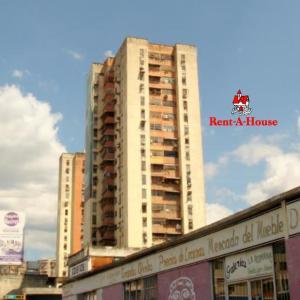 Apartamento En Ventaen Maracay, Avenida Bolivar, Venezuela, VE RAH: 22-5506