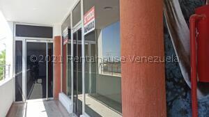 Local Comercial En Alquileren Punto Fijo, Puerta Maraven, Venezuela, VE RAH: 22-5513