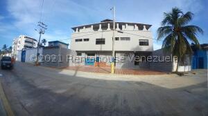 Edificio En Ventaen Chichiriviche, Playa Sur, Venezuela, VE RAH: 22-5541