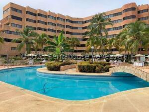 Apartamento En Ventaen Tucacas, Tucacas, Venezuela, VE RAH: 22-5783