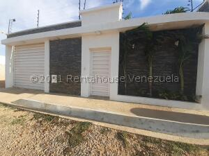 Casa En Ventaen Punto Fijo, Puerta Maraven, Venezuela, VE RAH: 22-5637