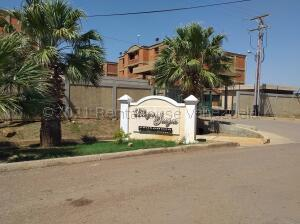 Apartamento En Ventaen Coro, Sector La Floresta, Venezuela, VE RAH: 22-5715