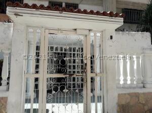 Apartamento En Ventaen Caracas, Caricuao, Venezuela, VE RAH: 22-5770