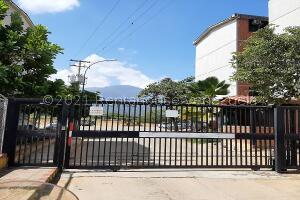Apartamento En Ventaen Guarenas, Ciudad Casarapa, Venezuela, VE RAH: 22-5292