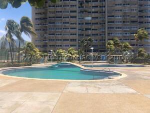 Apartamento En Ventaen Catia La Mar, Playa Grande, Venezuela, VE RAH: 22-6107