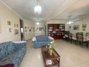 Casa En Ventaen Punto Fijo, Santa Irene, Venezuela, VE RAH: 22-5808