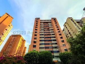 Apartamento En Ventaen Maracay, Urbanizacion El Centro, Venezuela, VE RAH: 22-5866
