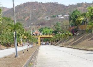 Terreno En Ventaen Valencia, Lomas Del Country, Venezuela, VE RAH: 22-5912
